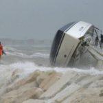 {:ru}В Римини потерпела крушение яхта Bavaria 40{:}{:ua}У Ріміні зазнала аварії яхта Bavaria 40{:}