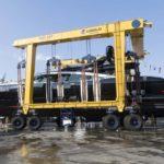 {:ru}Полностью черная яхта Mangusta 165 спущена на воду{:}{:ua}Повністю чорна яхта Mangusta 165 спущена на воду{:}