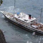 {:ru}Супер-яхта села на мель в окрестностях острова Саба{:}{:ua}Супер-яхта сіла на мілину в околицях острова Саба{:}
