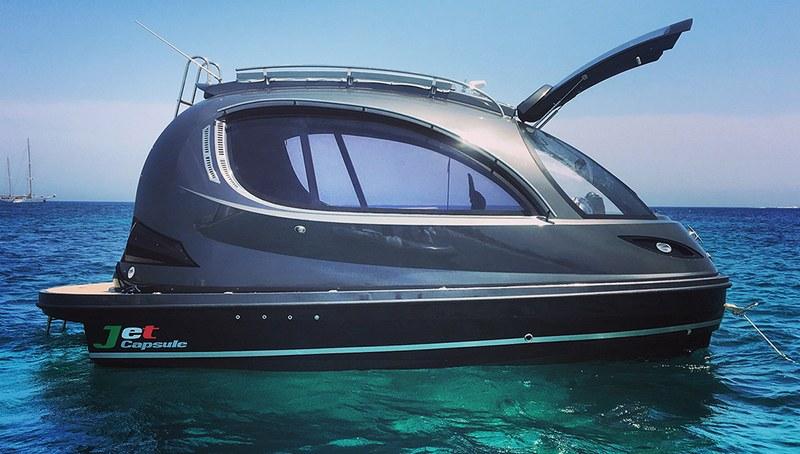 Jet-Capsule-mini-yacht-1.jpg